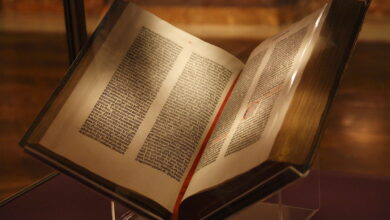1200px Gutenberg Bible New York Public Library USA. Pic 01